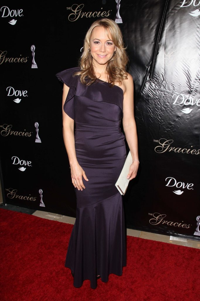 Megyn Price In Gown Pics