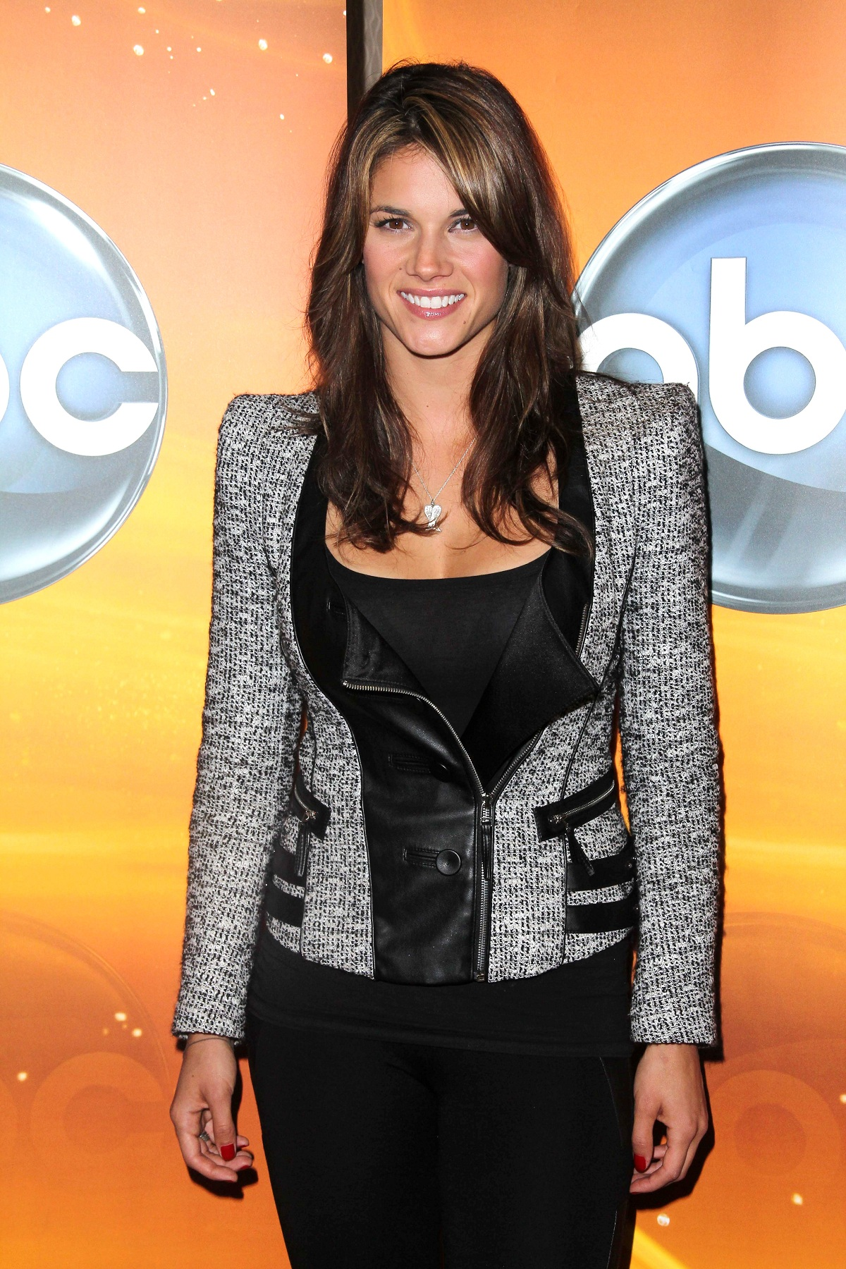 Sexy Missy Peregrym Hot Bikini Pictures Sexy Maggie Bell