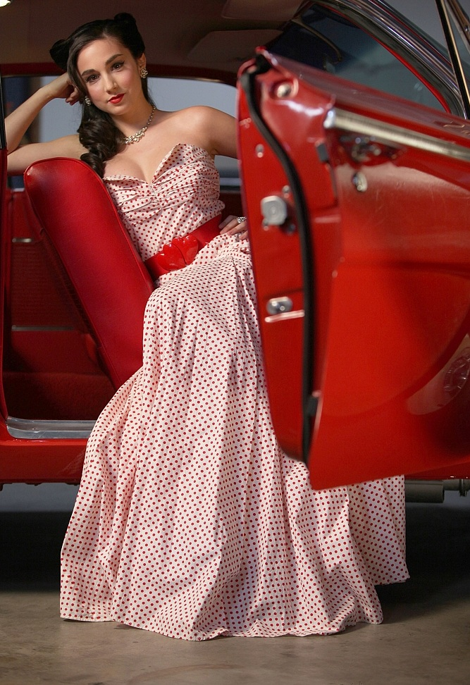 Molly Ephraim In Gown Pictures