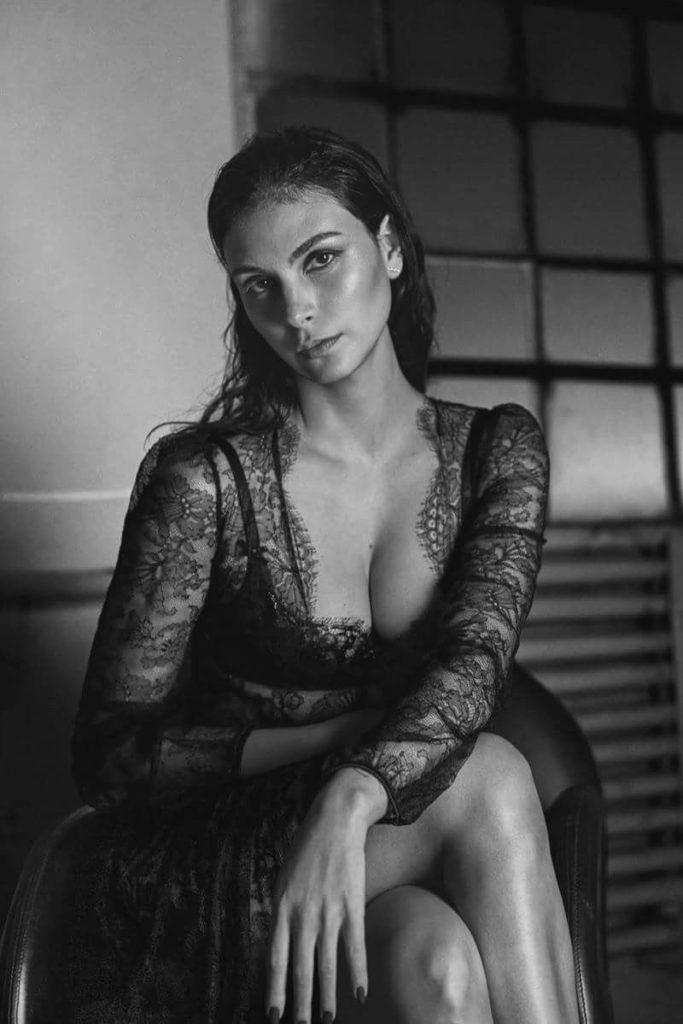 Morena Baccarin Braless Photos