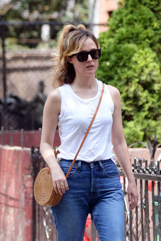 Rose Byrne In Jeans Wallpapers