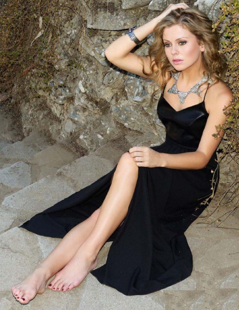 Rose McIver Sexy Pose Pics