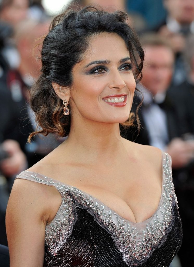 Salma Hayek Bra Cleavage Pictures