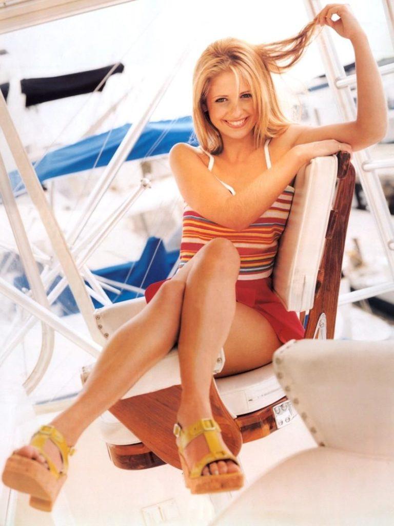 Sarah Michelle Gellar Legs Pics