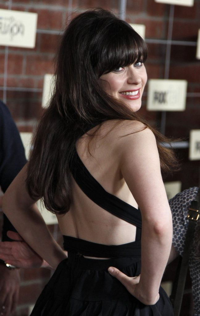 Zooey Deschanel In Backless Clothes Photos